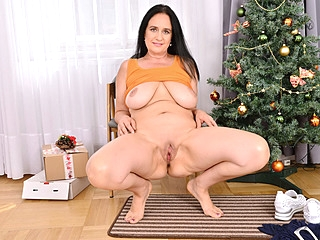 Mature mom Ria Black gives her pussy an Xmas treat bbw mature milf sex
